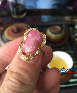 Mặt nhẫn tỳ hưu ruby bọc vàng