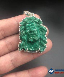 Mặt Đức Chúa Giesu Mão Gai đá Lông Công Malachite bọc bạc CP517