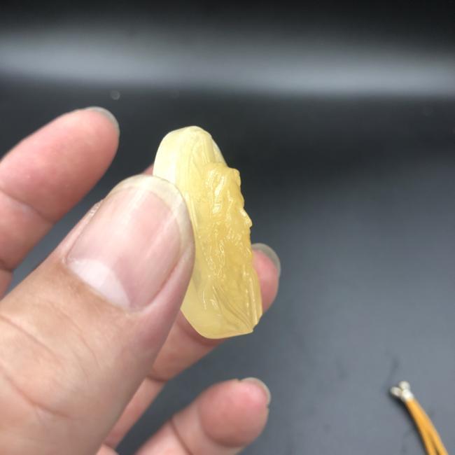 Mặt dây chúa phục sinh đá Hoàng Long 4cm CP658