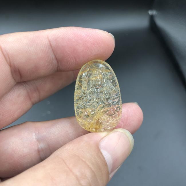 Mặt dây Phật bản mệnh Thiên Thủ Thiên Nhân đá thạch anh tóc vàng CP672