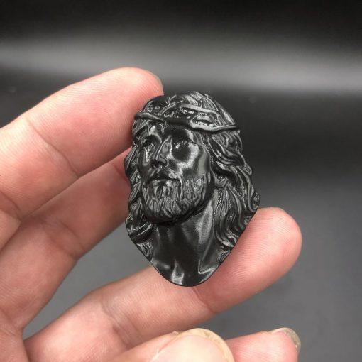 Mặt dây Chúa Giesu đội mão gai đá đen Calcite V509