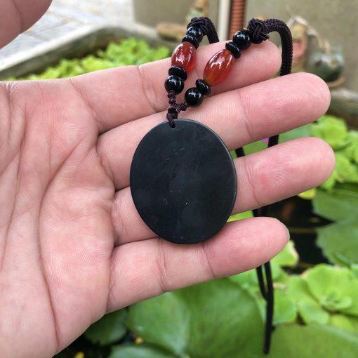 Mặt dây Thánh Tâm Chúa Giesu đá đen Calcite V517